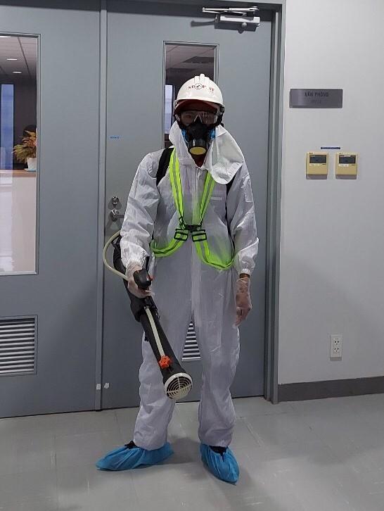 Cần phải vệ sinh và phun khử trùng tại nơi ở và nơi làm việc để ngăn ngừa dịch bệnh